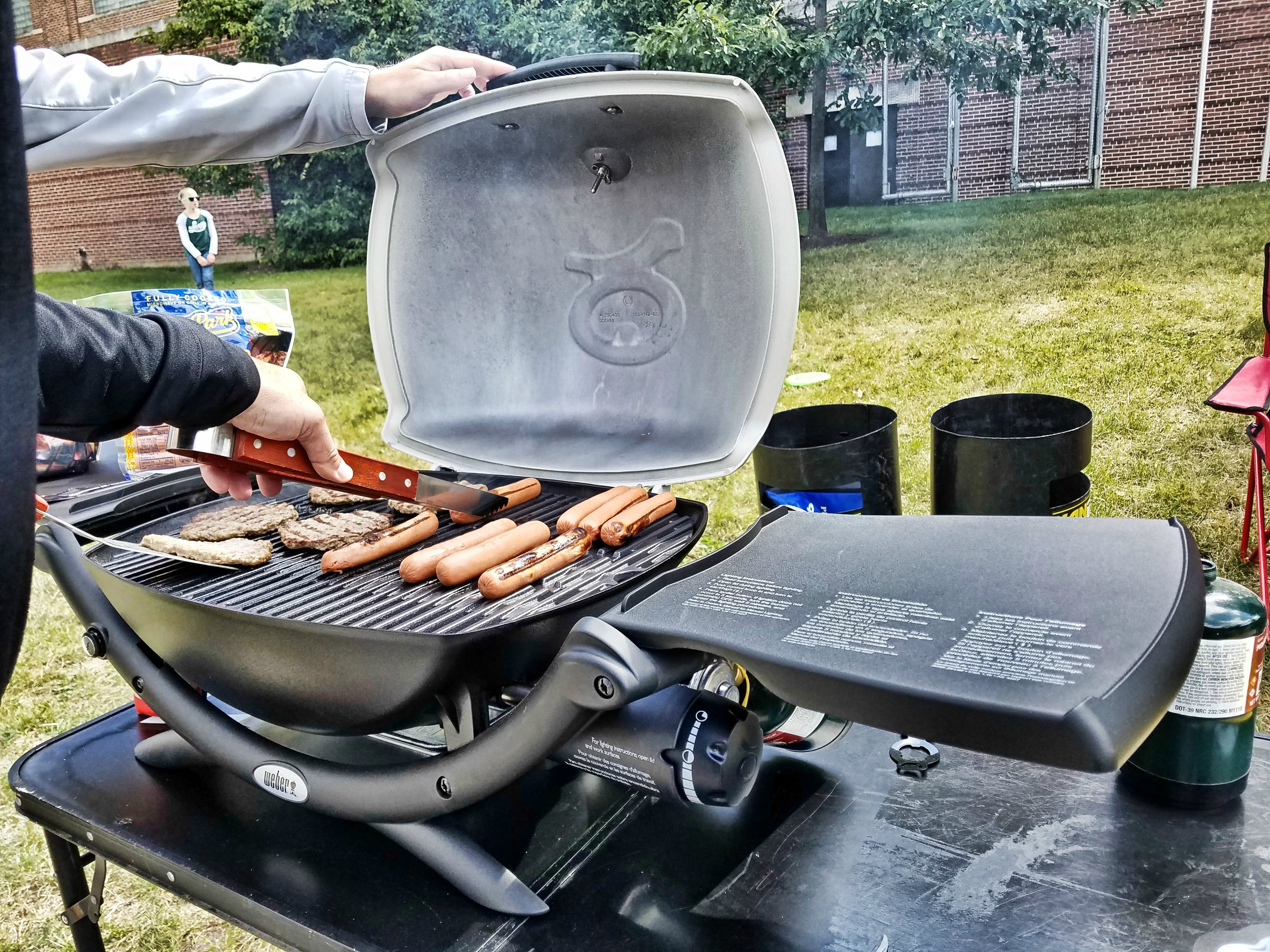 Weber Elektrogrill Q 2400 Test : Weber q 2200 tailgate grill review busted wallet