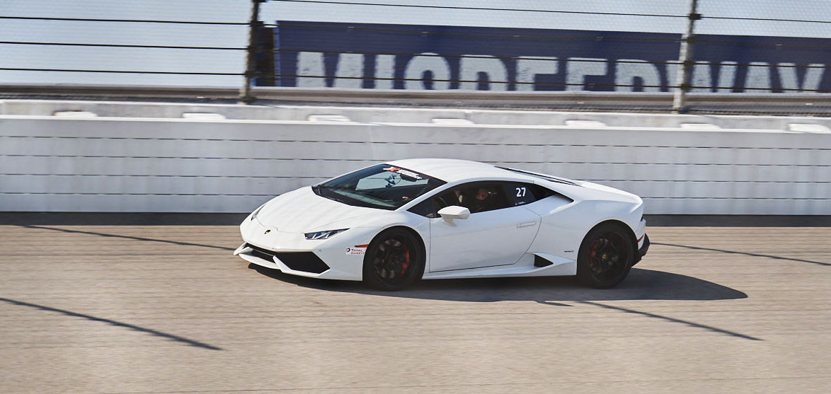 xtreme xperience racing Lamborghini driving racetrack